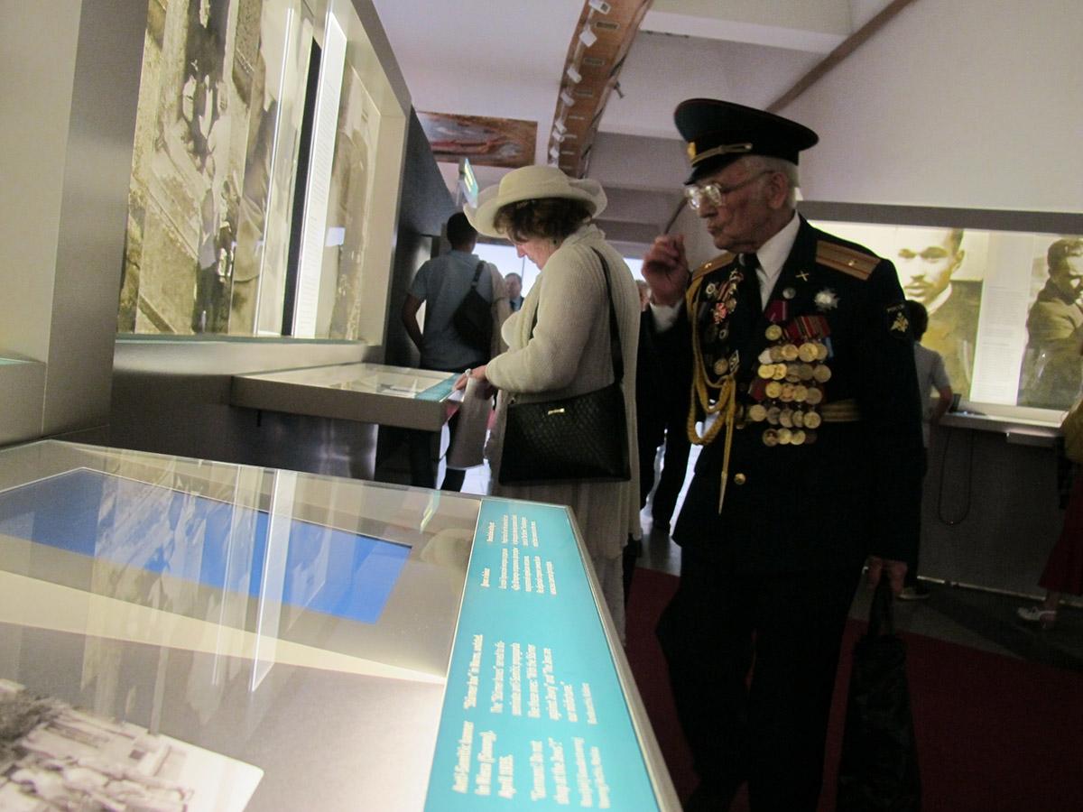 Ausstellungseröffnung mit Veteranen in Moskau